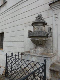 FOTKA - kdysi honosná sochařská výzdoba u zámku v Budišově
