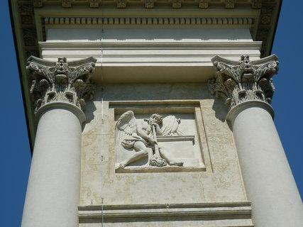 FOTKA - Kolonáda/Rajsna nad Valticemi -  reliéfy