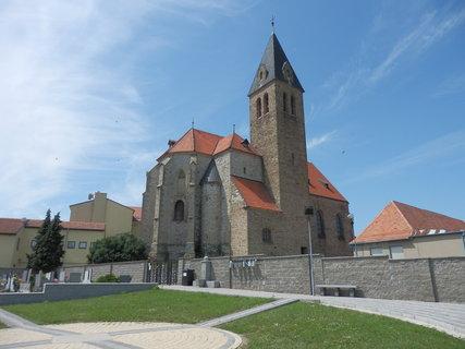 FOTKA - Zaječí - kostel sv. Jana Křtitele - 43 metrová věž