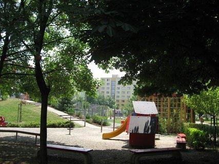FOTKA - Dnes - liduprázdné sídliště i hřiště 2