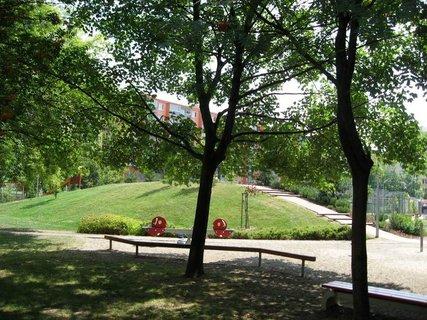 FOTKA - Dnes - liduprázdné sídliště i hřiště 3