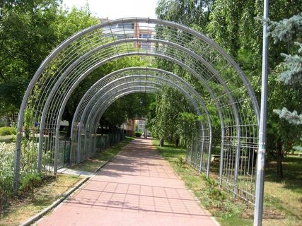 FOTKA - Dnes - liduprázdné sídliště i hřiště 4