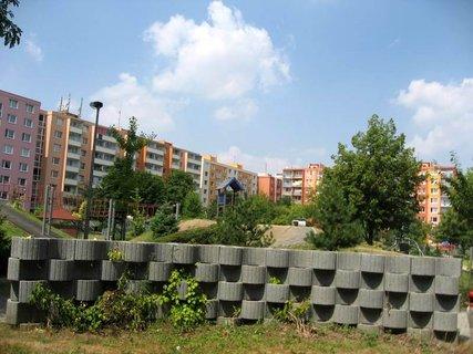 FOTKA - Dnes - liduprázdné sídliště i hřiště 9