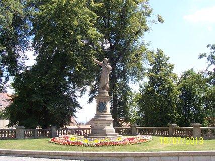 FOTKA - V Kutné Hoře -socha K.H.Borovského