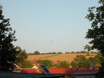 FOTKA - 23+ 24.7 - 7 - pohled z okna do do dáli