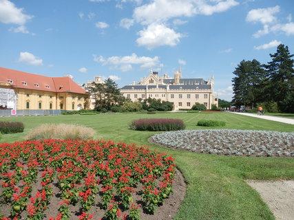 FOTKA - Lednický zámek se pyšní novou fasádou i krásným parkem
