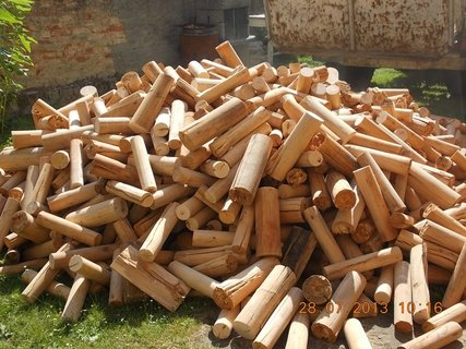 FOTKA - 28 - 30.7. - 2 - zásoba dřeva na zimu je doma
