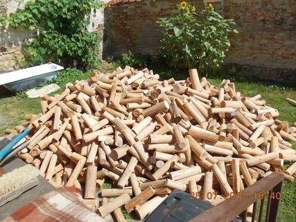 FOTKA - 28 - 30.7. - 3 - zásoba dřeva na zimu je doma