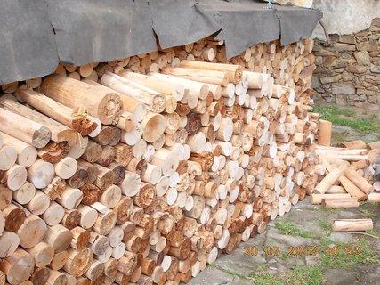 FOTKA - 30. července - 1 - opět skládáme dřevo