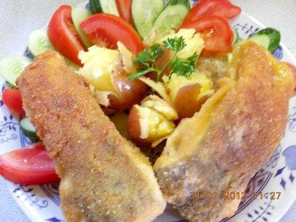 FOTKA - 30 - 31.7. - 19 - manželova porce, kapr a brambory vařené ve slupce
