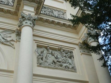 FOTKA - reliéfy s loveckými motivy  - Dianin chrám (Lednicko-valtický areál)