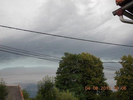 FOTKA - 4. srpna - 9 - před bouřkou