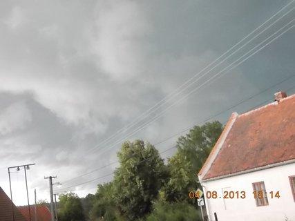 FOTKA - 4. srpna - 17 - před bouřkou