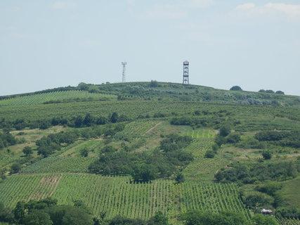FOTKA - výhled z rozhledny Dalibor na rozhlednu Maják - jsou od sebe jen 1,5 km vzdušnou čarou