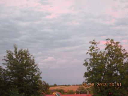 FOTKA - 4 - 6.8. - 17 -  nebe po bouřce
