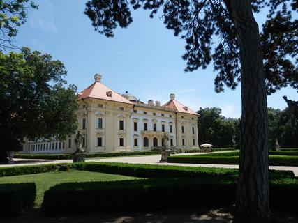 FOTKA - Zámecký park ve Slavkově u Brna tvoří nedílnou součást celého zámeckého areálu a patří k nejvýznamnějším historickým zahradám na území Moravy. Jeho rozloha činí 15,5 ha