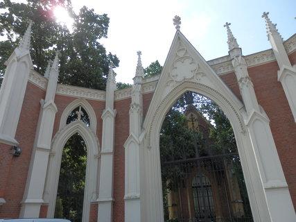 FOTKA - brána městského hřbitova v Hodoníně