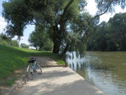 FOTKA - přístaviště Rohatec, cestou do Skalice -více o tomto výletu zde: http://www.chytrazena.cz/prihoda-z-obilneho-lanu-24249.html