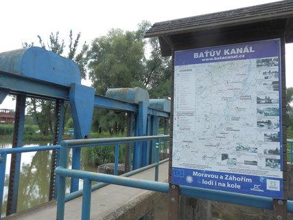FOTKA - Baťův kanál / o dramatickém výletu více zde: http://www.chytrazena.cz/prihoda-z-obilneho-lanu-24249.html
