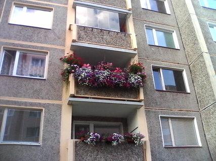 FOTKA - kvetouci balkon