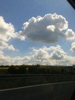 FOTKA - 14.8 + 15.8. - 19 - dcera fotila nebe po cestě k nám