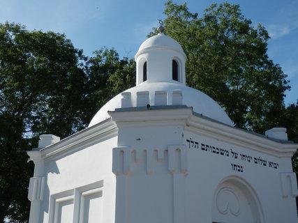 FOTKA - státem chráněná památka - obřadní síň  u židovského hřbitova v Podivíně