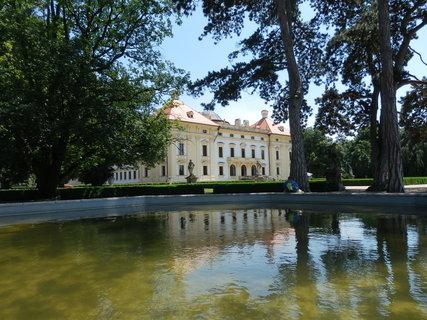 FOTKA - Slavkov u Brna -  po bitvě mezi Napoleonem a rakousko-ruskou armádou 5. prosince 1805 zde jednali představitelé válčících mocností, nyní v zámku historické muzeum