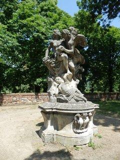 FOTKA - Slavkov u Brna -zámecký park o rozloze 16 ha se sochařskou výzdobou