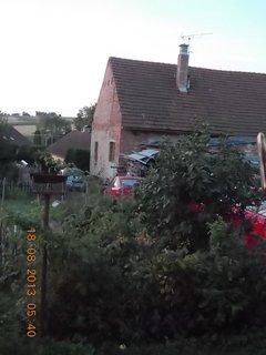 FOTKA - 16 - 19.8. - 13 - ráno u souseda, měli velikou rodinnou oslavu