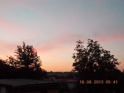 FOTKA - 16 - 19.8. - 15 - ranní nebe