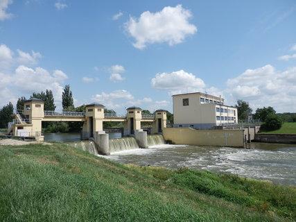 FOTKA - návrat z cyklovýletu do Skalice, jez u Hodonína (více zde: http://www.chytrazena.cz/prihoda-z-obilneho-lanu-24249.html)
