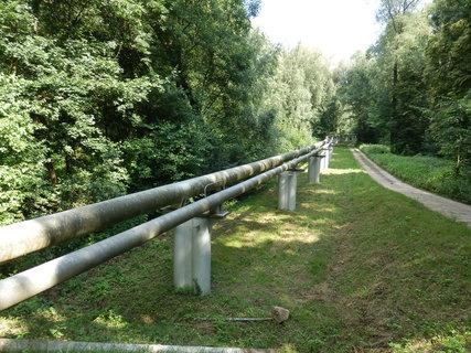 FOTKA - ropovod Družba, který vstupuje ze Slovenska na české území na břehu řeky Moravy u Hodonína