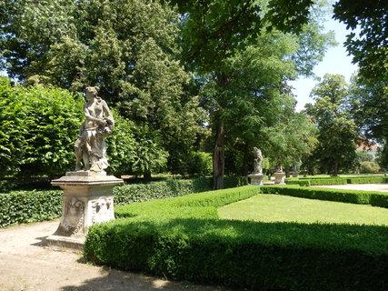 FOTKA - letní toulky Moravou - Slavkov u Brna -zámecký park o rozloze 16 ha se sochařskou výzdobou