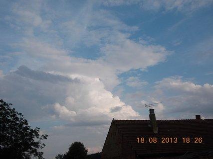 FOTKA - 18. srpna - 15 - podvečerní nebe