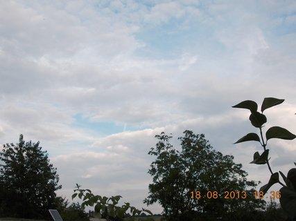 FOTKA - 19.8.+18.8. - 15 - podvečerní mraky před deštěm