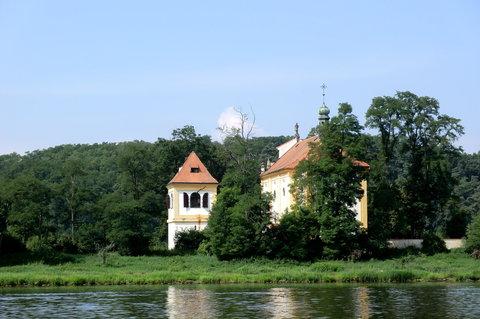 FOTKA - Kostel sv, Kateřiny, romantické místo na břehu