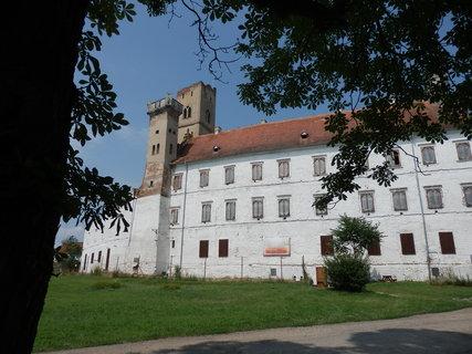 FOTKA - Zámek Břeclav je původně renesanční stavba, jež byla později přestavěna v romantizujícím stylu