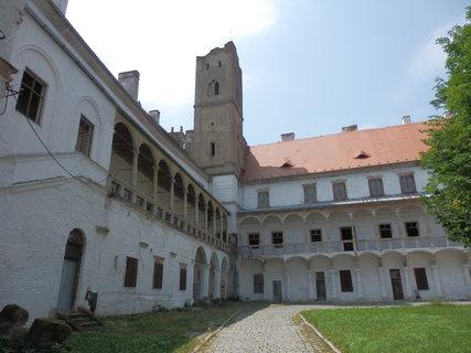 FOTKA - Břeclav - zámecké nádvoří