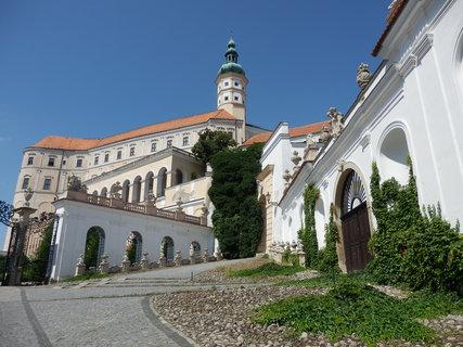 FOTKA - Někdejší liechtensteinský a později dietrichsteinský zámek tvoří již několik století nepřehlédnutelnou dominantu Mikulova.
