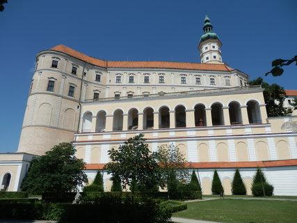 FOTKA - zámek v Mikulově je sídlem Regionálního muzea a naleznete zde hned několik zajímavých expozic.