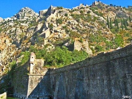 FOTKA - hradby městečka  -ostrova - KOTOR-