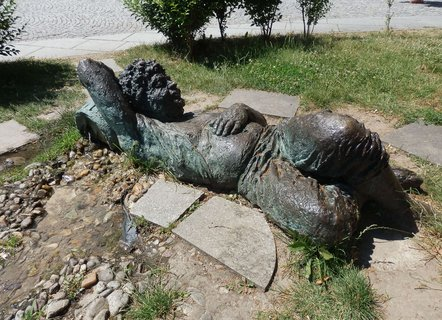 FOTKA - procházka Mikulovem, socha odpočívajícího vinaře