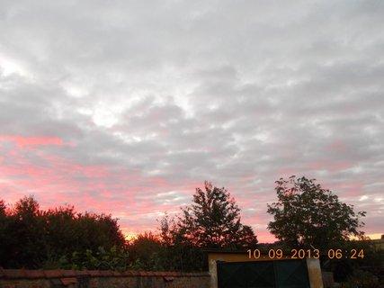 FOTKA - 10.9. - 9.9. - 12 -  nebe po ránu bylo zajímavé