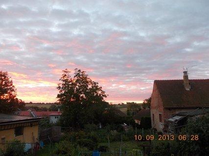 FOTKA - 10.9. - 9.9. - 14 -  nebe po ránu bylo zajímavé