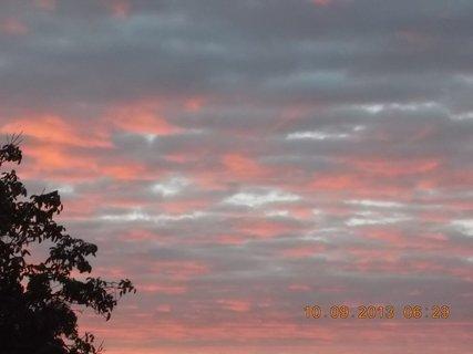 FOTKA - 10.9. - 9.9. - 15 -  nebe po ránu bylo zajímavé
