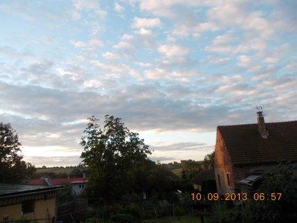 FOTKA - 10.9. - 9.9. - 19 -  nebe po ránu bylo zajímavé
