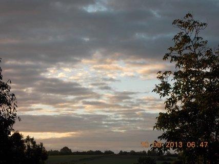 FOTKA - 10.9. - 9.9. - 20 -  nebe po ránu bylo zajímavé