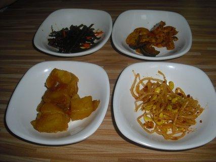 FOTKA - předkrmy v korejské restauraci