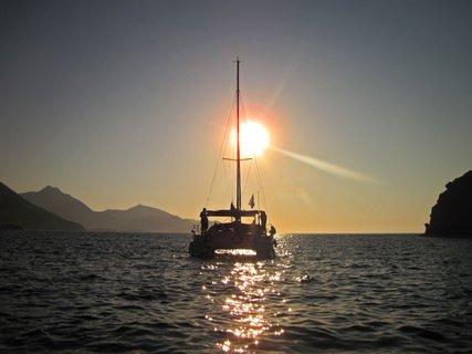 FOTKA - západ slunce a katamarán