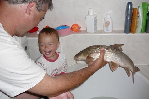 FOTKA - Táta konečně chytil rybu